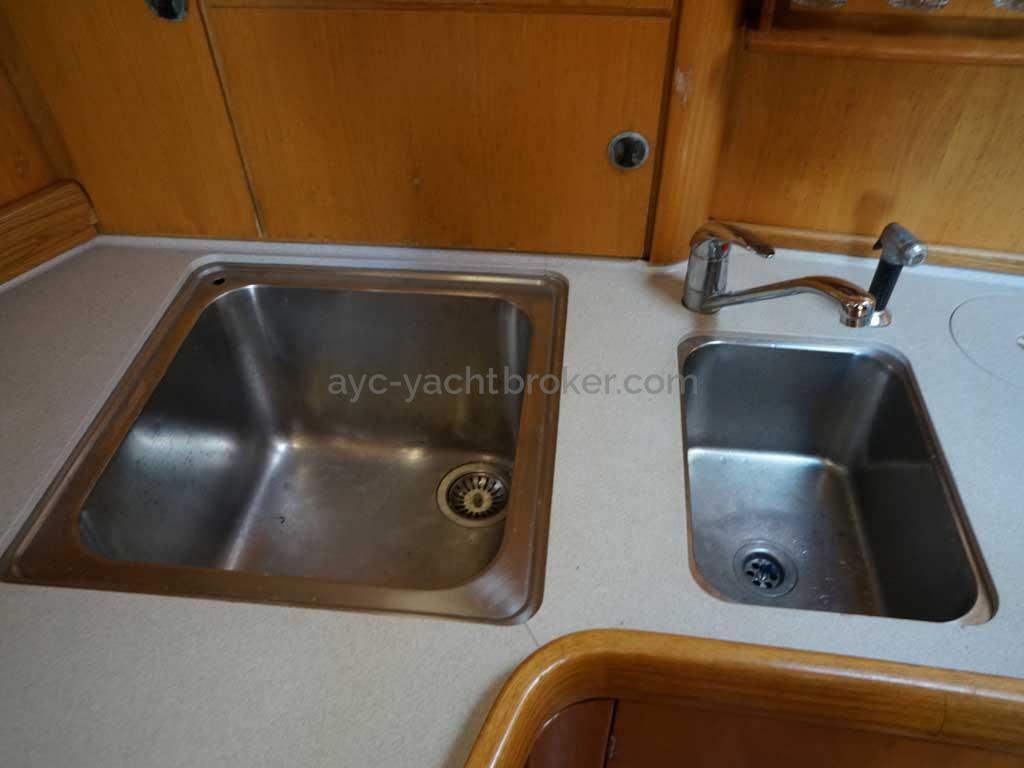 Feeling 546 Prestige - Double stainless steel galley sink