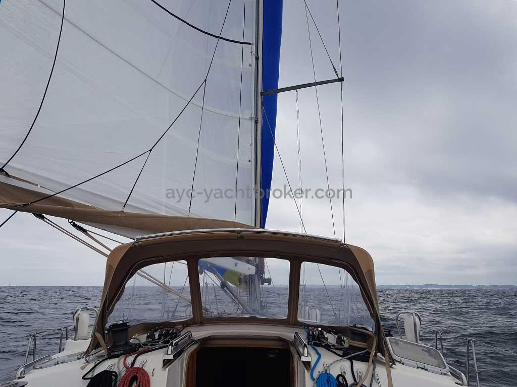 Feeling 546 Prestige - Under sails