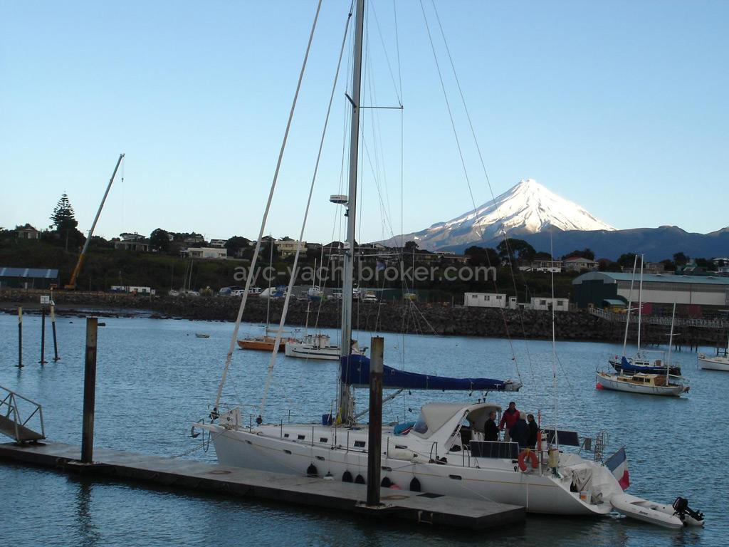 Universal Yachting 49.9 - Docked