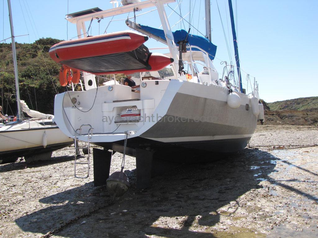 Atlantis 370 - Grounded