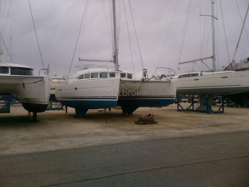 AYC - Lagoon 380
