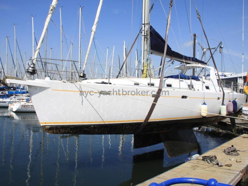 Universal Yachting 49.9 - Hull