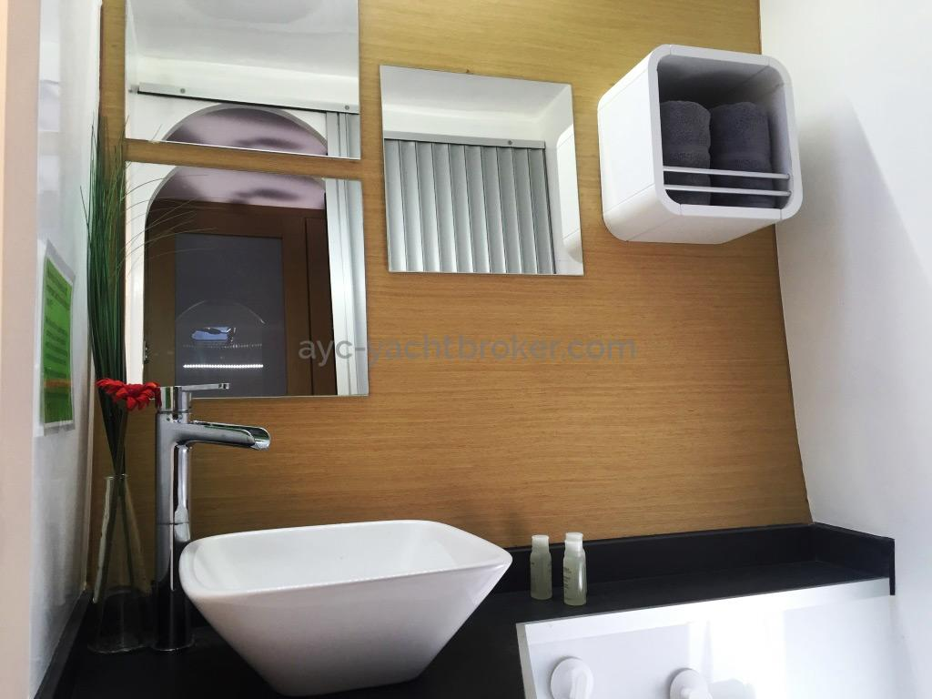 Flashcat 52s - AYC Yachtbroker - Bathroom