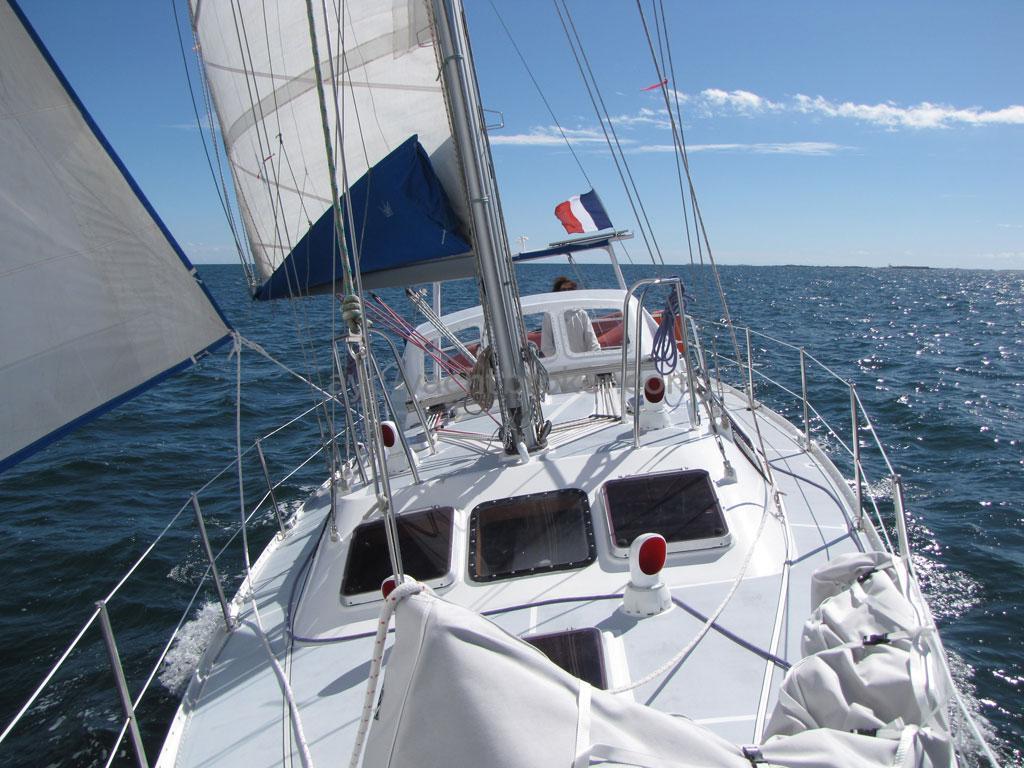 Atlantis 370 - Under sails