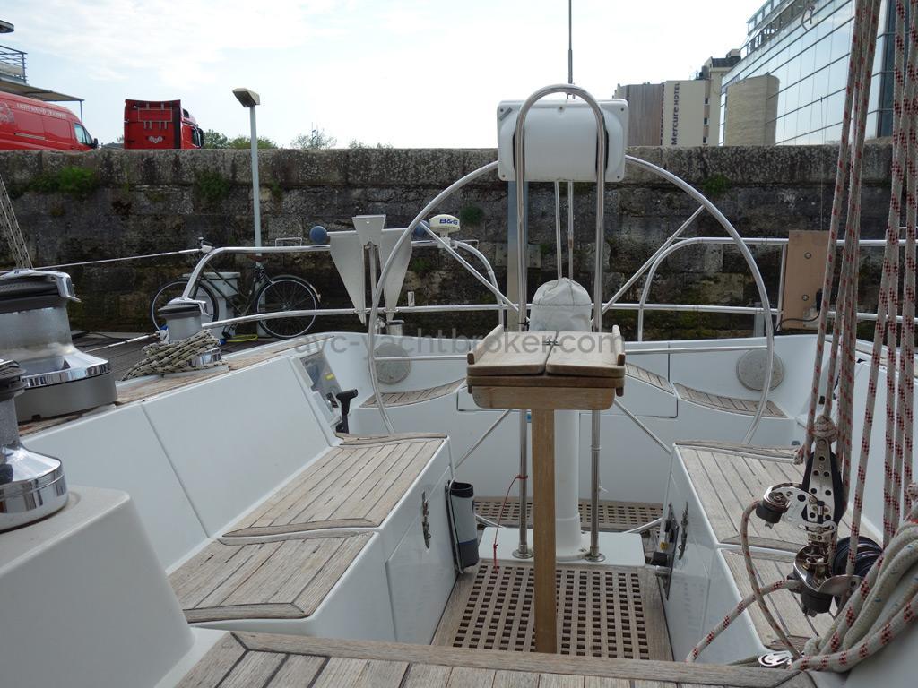 Grand Soleil 45 - Cockpit