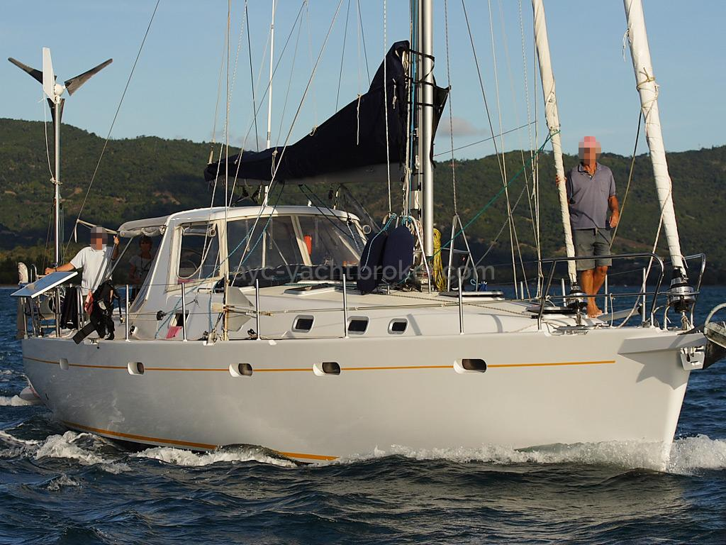 Universal Yachting 49.9 - Steaming
