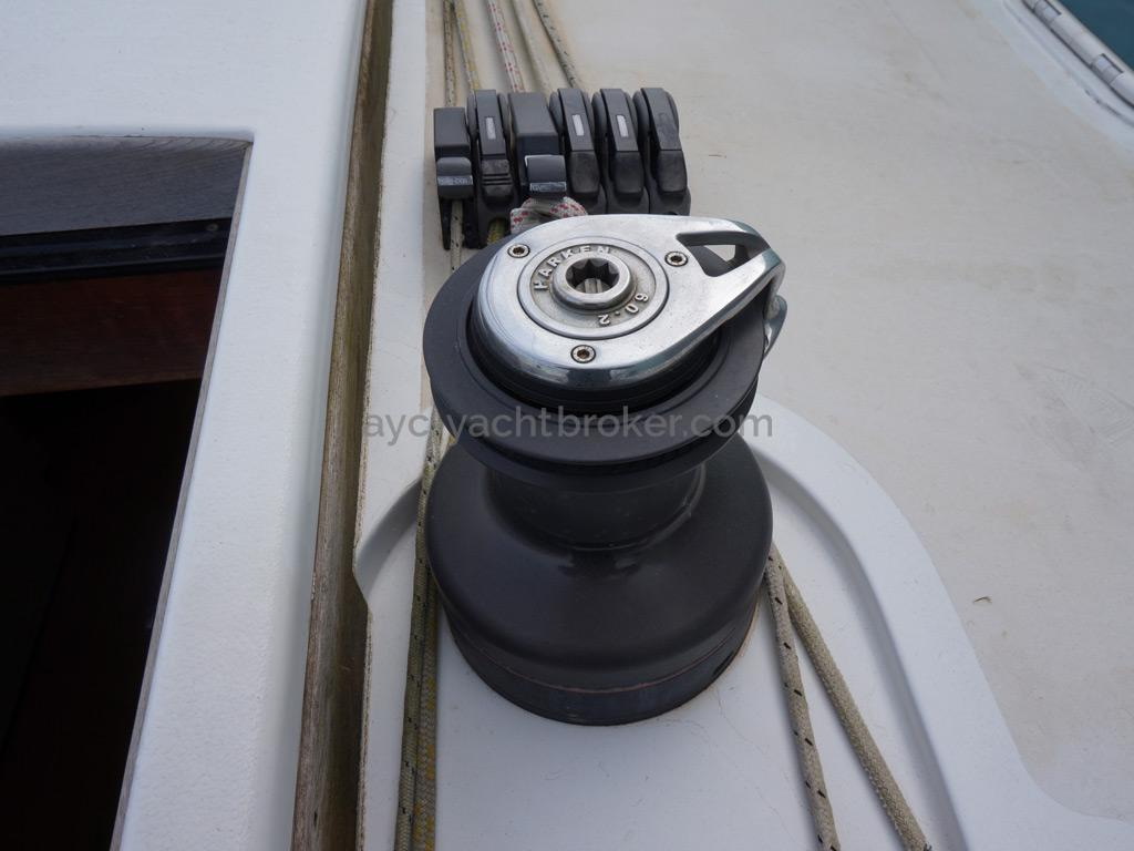 Sunreef 60S - Starboard halyards winch