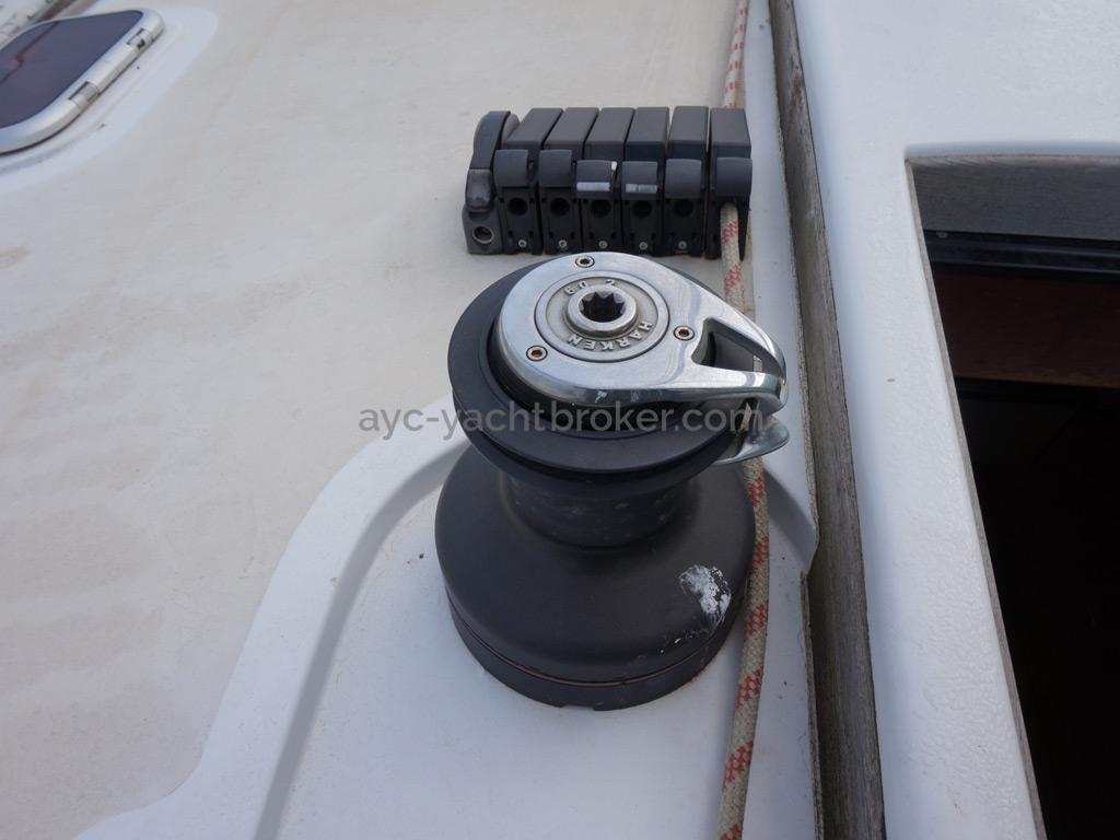 Sunreef 60S - Port halyards winch