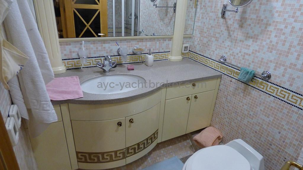 AYC - Liman Ketch - Shower room